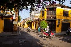 HOI, VIETNAM - 19 DE MARZO DE 2017: Mañana en la ciudad antigua de Hoi An Foto de archivo libre de regalías