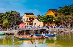 HOI, VIETNAM - 15 DE MARZO DE 2017: Opinión antigua de la calle sobre un día agradable Fotografía de archivo libre de regalías