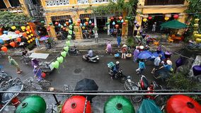 Hoi An, Vietnam-diciembre 28,2016: Hoi An es una ciudad de linternas y de un museo al aire libre La ciudad vieja es la herencia d metrajes