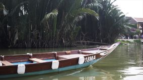 Hoi An Vietnam - Maj 10, 2018: Sikt från fartyget i Hoi An Ancient Town, näsa av fartygen på den Thu Bon floden i Hoi lager videofilmer