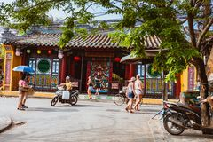 HOI AN, VIETNAM - MARCH 15, 2017: Group of people travel Hoian old town, ancient house, country heritage Stock Photography