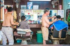 Hoi An - Vietnam Mars 16:: Barberaren shoppar i nolla Hoi An för den forntida staden Royaltyfri Bild