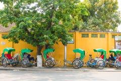Hoi An - Vietnam Mars 16:: Den Cyclo trehjulingen i Hoi An ancien Royaltyfri Foto