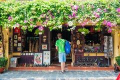 Hoi An - Vietnam Mars 16:: handelsresande i härlig stad på Hoi An Royaltyfri Fotografi