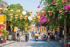 Hoi An - Vietnam Mars 16:: handelsresande i härlig stad på Hoi An Arkivfoton