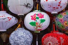 HOI, VIETNAM - 17 MARZO 2017: Lanterne di seta vietnamite colorate Fotografie Stock