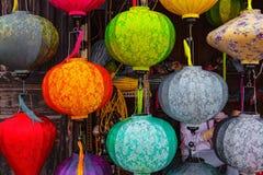 HOI, VIETNAM - 19 MARZO 2017: Lanterne di seta vietnamite colorate Fotografia Stock Libera da Diritti