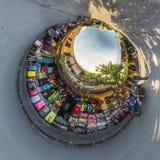 Hoi An Vietnam - September 02, 2013: Butiksinnehavare sitter på framdelen av deras shoppar Royaltyfria Bilder