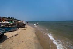 HOI, VIETNAME - 16 DE ABRIL: Cua Dai Beach em Hoi An, Vietname Imagens de Stock