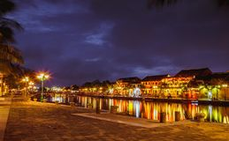 HOI, VIETNAME - 17 DE MARÇO DE 2017: construção amarela tradicional na cidade de Hoi An Hoi An é local do patrimônio mundial e tu Fotografia de Stock