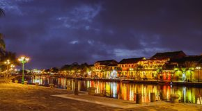 HOI, VIETNAME - 17 DE MARÇO DE 2017: construção amarela tradicional na cidade de Hoi An Hoi An é local do patrimônio mundial e tu Fotografia de Stock Royalty Free