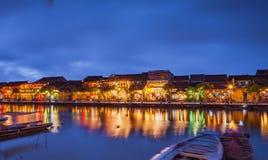 HOI, VIETNAME - 17 DE MARÇO DE 2017: construção amarela tradicional na cidade de Hoi An Hoi An é local do patrimônio mundial e tu Fotos de Stock Royalty Free
