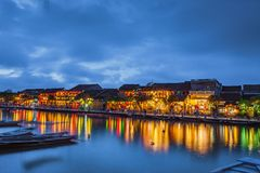 HOI, VIETNAME - 17 DE MARÇO DE 2017: construção amarela tradicional na cidade de Hoi An Hoi An é local do patrimônio mundial e tu Foto de Stock