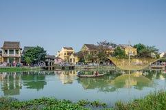 Hoi w Wietnam jest antycznym handlarskim poczta Thu bonu rzeka Fotografia Royalty Free