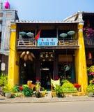 HOI WIETNAM, SIERPIEŃ, - 21, 2017: Zakończenie up karmowy rynek na ulicie w Hoi, Wietnam Zdjęcia Royalty Free
