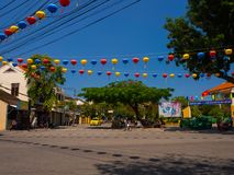 HOIAN,越南, 2017年9月, 04 :与老房子的街道视图和五颜六色的lanters由纸制成,在古老的会安市 库存照片