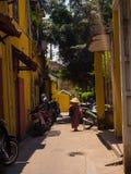 HOIAN,越南, 2017年9月, 04 :在一条道路的Matocycles parket有老的在会安市古镇安置,联合国科教文组织世界 图库摄影