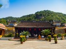 Hoian,越南- 2016年11月05日:老房子在会安市古镇,联合国科教文组织世界遗产 会安市是其中一多数 库存照片