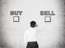 Hoice entre a compra e a venda Fotografia de Stock Royalty Free