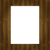 Hoja blanca del papel en blanco en fondo de madera Fotografía de archivo