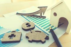hoja de cálculo financiera de la acción de actividades bancarias con la casa, guarro, médica, Imagenes de archivo
