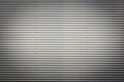 Hoja de metal acanalada Modelo del fondo de los gris plateados con vietado agradable Foto de archivo libre de regalías