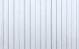 Hoja de metal moderna blanca, superficie de acero de la textura del metal del cargo, almacén en la vieja zona industrial, lista p Foto de archivo