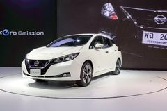 HOJA de Nissan, coche eléctrico de la cero-emisión el 100% en la exhibición en la 34ta expo internacional 2017 del motor de Taila fotografía de archivo libre de regalías