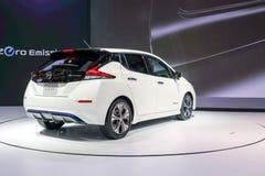HOJA de Nissan, coche eléctrico de la cero-emisión el 100% en la exhibición en la 34ta expo internacional 2017 del motor de Taila imagenes de archivo