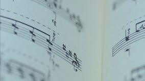 Hoja de notas musicales, Dolly Shot motorizada almacen de metraje de vídeo