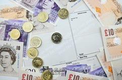Hoja de paga con los billetes de banco foto de archivo