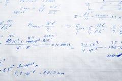 Hoja de papel ajustada llenada de fórmulas Fotos de archivo libres de regalías