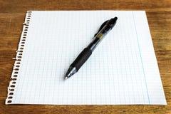 Hoja de papel con la pluma Imágenes de archivo libres de regalías
