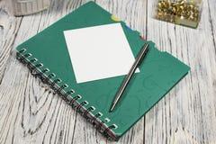 Hoja de papel, libreta, pluma y otra en blanco fuentes Fotografía de archivo libre de regalías