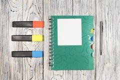 Hoja de papel, libreta, pluma y otra en blanco fuentes Fotos de archivo libres de regalías