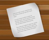 Hoja de papel sobre fondo de madera Fotos de archivo