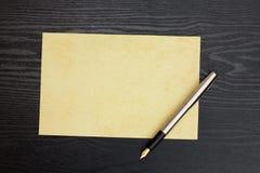 Hoja de papel y pluma Foto de archivo libre de regalías