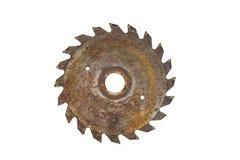 Hoja de sierra circular oxidada, aislada en blanco fotos de archivo libres de regalías
