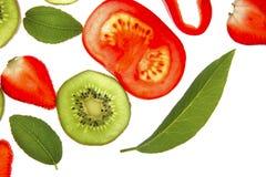 Hoja del árbol de bahía, fresa, pimienta roja y más Fotos de archivo