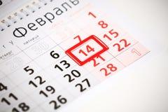 Hoja del calendario de pared con la marca roja el 14 de febrero Fotografía de archivo