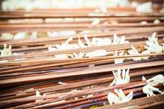Hoja del otoño en fondo de madera Fotografía de archivo libre de regalías