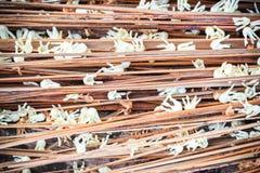 Hoja del otoño en fondo de madera Fotos de archivo
