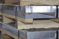 Hoja galvanizada en paquetes en almac?n de los productos de metal imagen de archivo libre de regalías