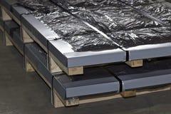 Hoja galvanizada en paquetes en almac?n de los productos de metal foto de archivo