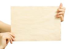 Hoja limpia de papel en manos femeninas Imágenes de archivo libres de regalías