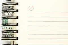 Hoja limpia del cuaderno con los dólares foto de archivo