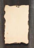 Hoja quemada en un fondo de madera Imágenes de archivo libres de regalías