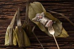 Hoja tailandesa del plátano del postre sabrosa en fondo de madera Fotografía de archivo libre de regalías