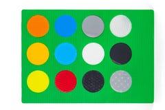 Hoja verde con diversa muestra redonda colorida del color Fotografía de archivo