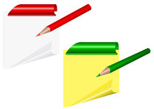 Hojas amarillas con la esquina encrespada y clips con el lápiz Imágenes de archivo libres de regalías